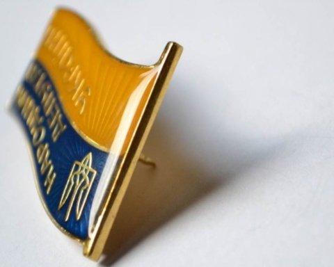 ЦВК накупила депутатам значків по 1800 грн