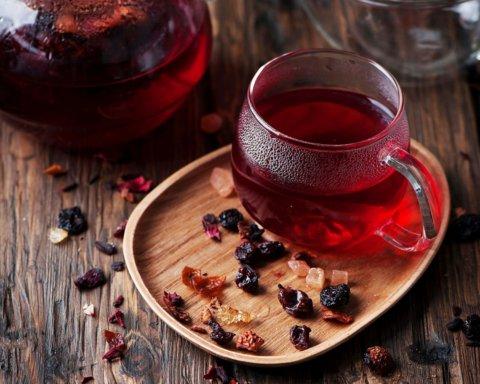Лікарі розповіли про унікальні властивості чаю каркаде