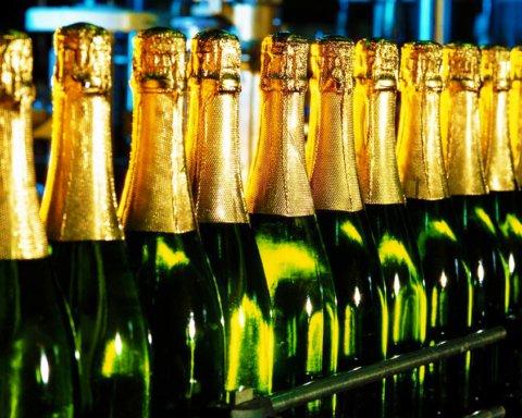 В Украине больше не будут продавать «шампанское» и «коньяк»