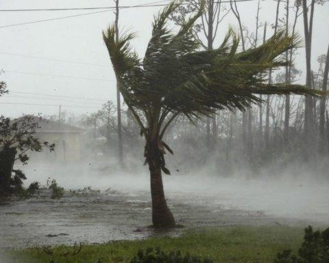 Ураган «Дориан» продолжает убивать: что происходит в США, где бушует смертельная непогода