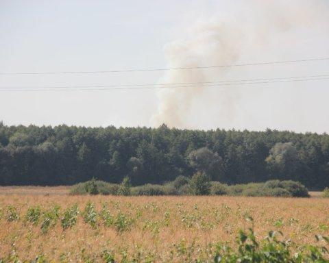 На військових складах у Калинівці прогриміла серія вибухів