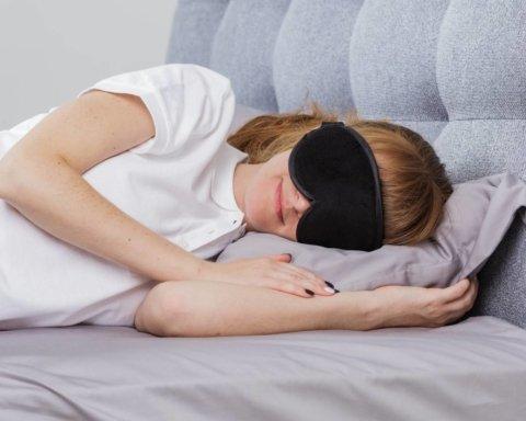 Медики рассказали, сколько человеку нужно времени для сна