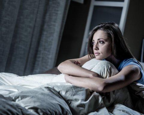 Медики розповіли простий спосіб швидко побороти безсоння: що відомо