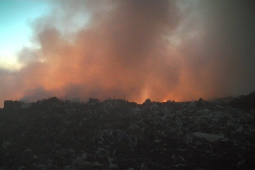 Сморід і дим: під Києвом палає сміттєзвалище