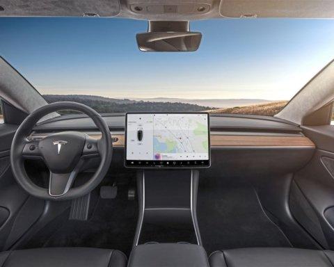 Вона заколисує: автопілот Tesla показав неймовірні можливості в реальному житті