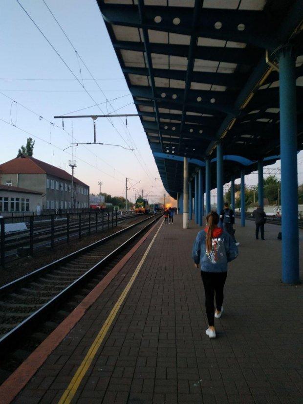 Пожежа у пасажирському потязі на вокзалі у Вінниці: перші подробиці та фото