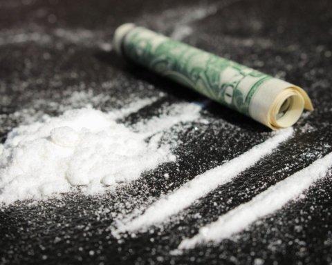 Ученые раскрыли влияние кокаина на работу мозга
