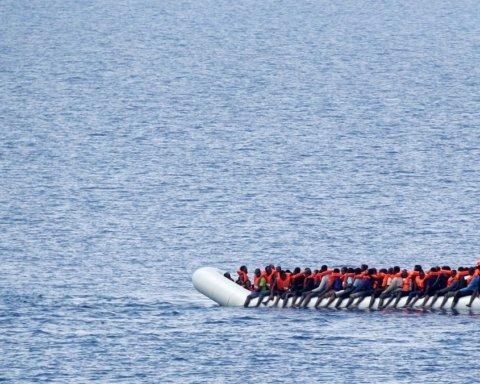 Біля берегів Лівії перевернулася лодка з мігрантами: перші подробиці