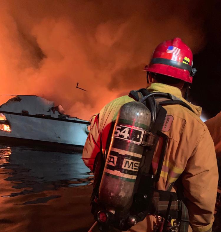 Жахлива пожежа на судні в США: зникли 34 людини