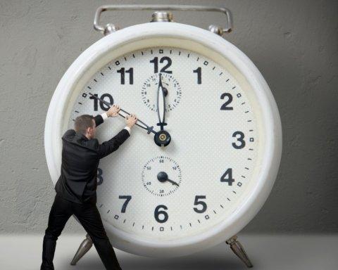 Перевод часов и субсидии по-новому: что ожидает украинцев в октябре