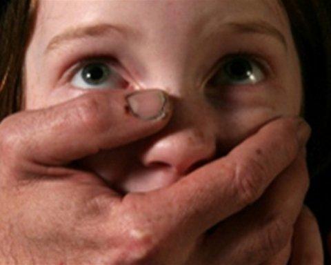 Трагедія біля Черкас: педофіл зґвалтував маленку дівчинку у власному домі