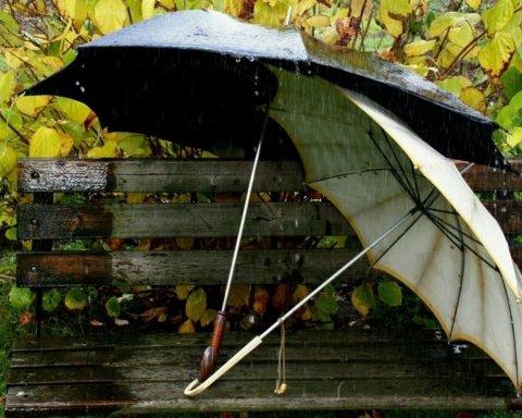 Україну накриють дощі: кому діставати парасолі