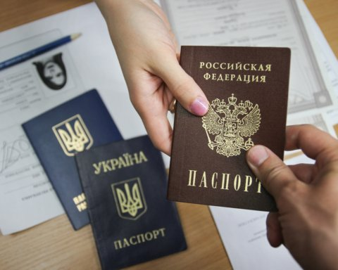 Сколько паспортов РФ выдали на оккупированном Донбассе: появились цифры