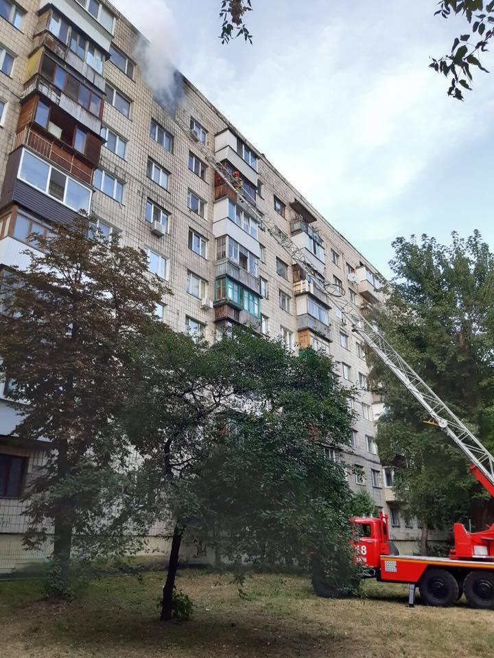 Страшна пожежа у багатоповерхівці забрала життя людини у Києві