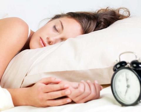 Скільки потрібно спати, щоб схуднути: експерти пояснили