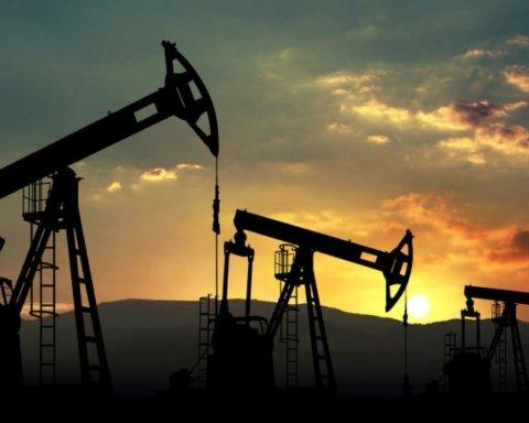 Цена нефти пошла на спад после резкого роста на фоне атаки на нефтяной промысел саудитов