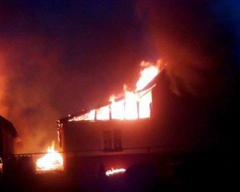 Пожежа у Донецьку: жахливі кадри