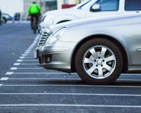 В Україні ввели нові штрафи для водіїв за неправильне паркування