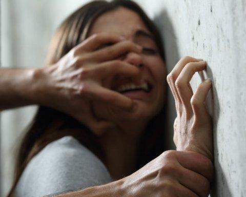 Під Харковом чоловік зґвалтував неповнолітню падчерку: подробиці