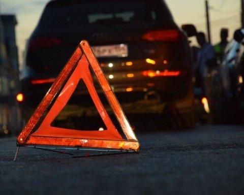 Жахлива ДТП на мосту Патона: з'явилося відео з салону Audi, яке розбилося вщент