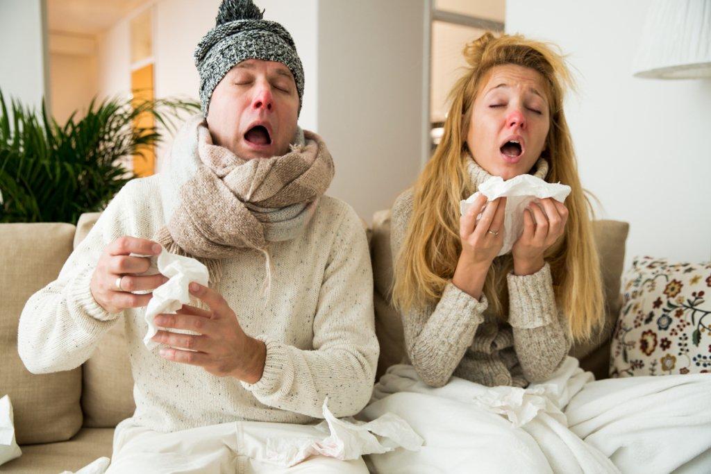 Ученые заявили, что тем, кто простужен, не страшен коронавирус