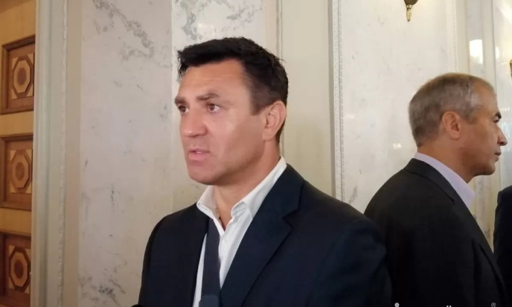 Нардеп Тищенко заболел COVID-19 и показал, чем лечится