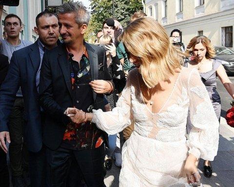Собчак приехала на свою свадьбу на катафалке: фото и видео с места