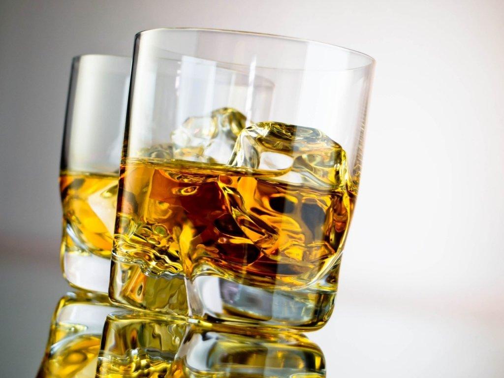 Лікарі розповіли, чому корисно пити алкоголь