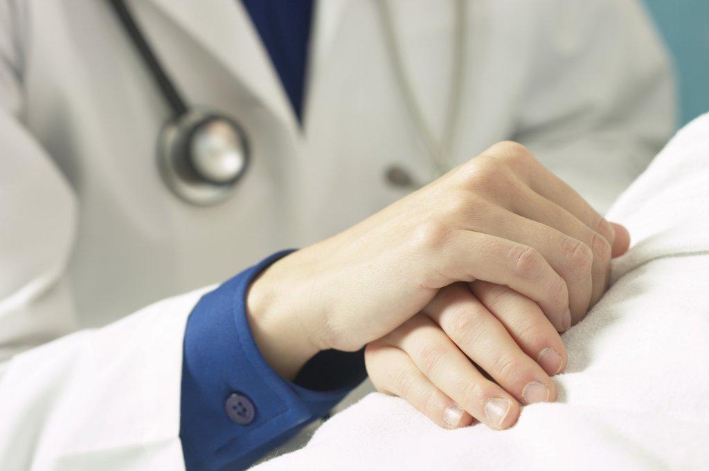 Медики назвали найпоширеніший симптом раку, який ігнорує більшість людей