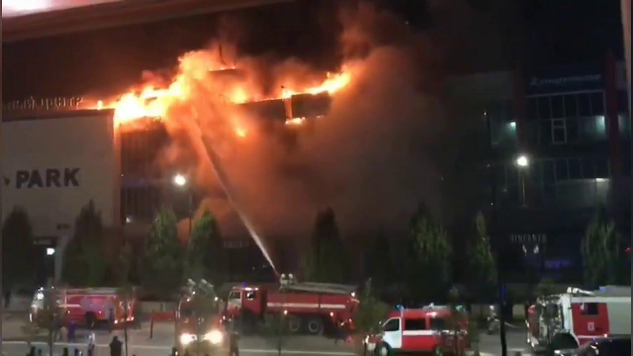 У Росії згорів ще один торговельний центр: моторошні кадри