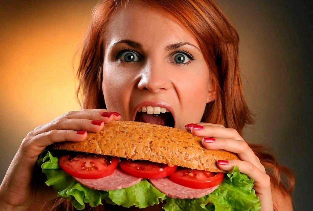 Медики назвали самую худшую уличную еду: список