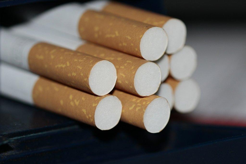 Сигареты в Украине хотят продавать с 21 года