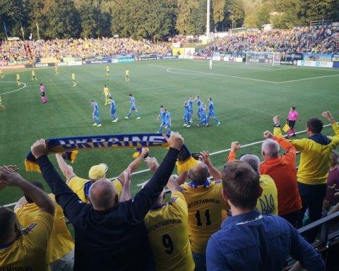Заповнений стадіон у Литві заспівав гімн України перед матчем головної збірної