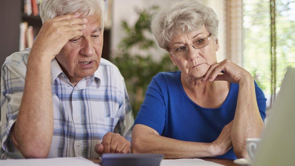 Всех пенсионеров Украины проверят: у кого заберут деньги
