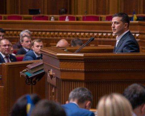 Зеленский подписал закон, который лишает депутатов неприкосновенности