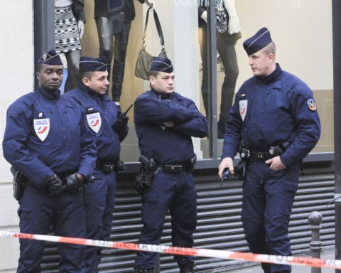 Во Франции семидесятилетний мужчина устроил теракт, есть пострадавшие