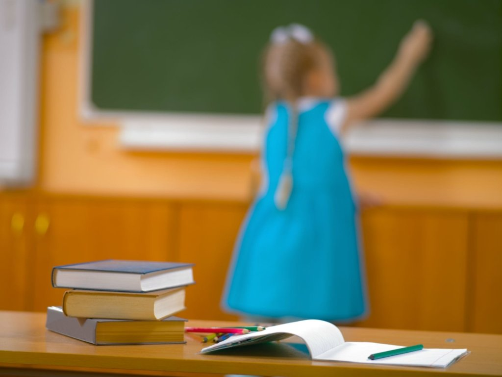 Навчальний рік в Україні можуть продовжити через COVID-19
