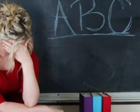 Вчителям двічі підвищать зарплату: озвучено суми