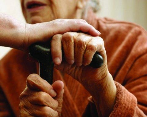 В Украине изменили выплаты пенсий: у кого заберут деньги