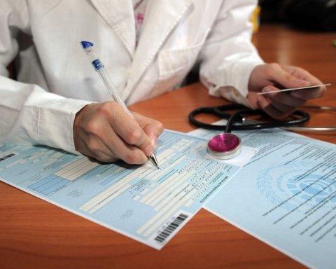 В Украине передумали отменять бумажные больничные: что об этом известно