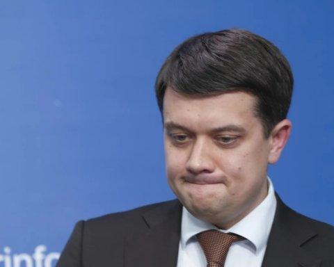Названо «захмарні» зарплати Разумкова та його заступників