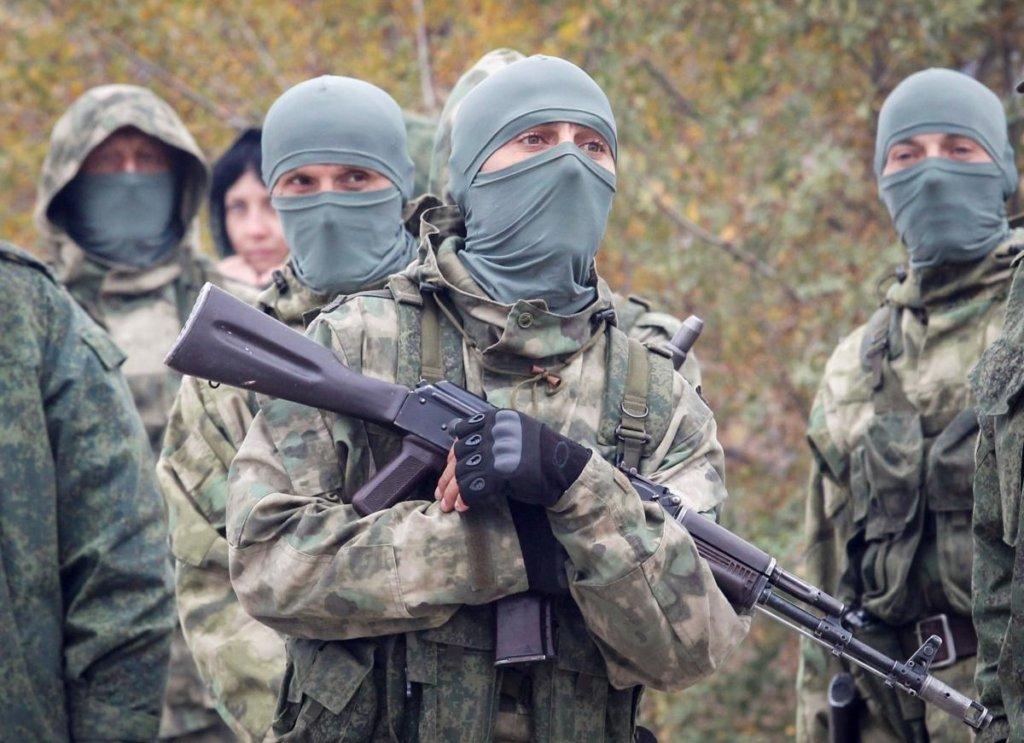 Боевики «ДНР» установили флаг РФ на своей передовой: фотофакт