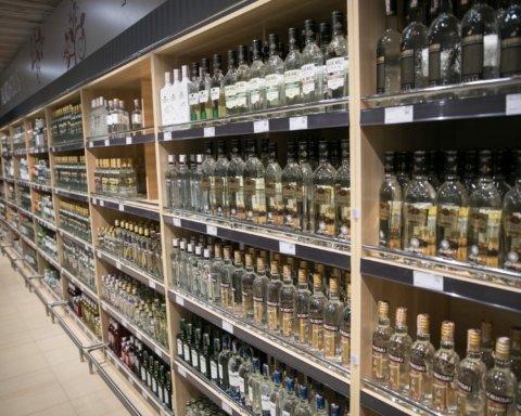 Рано обрадовались: депутат объяснил, почему в Киеве не будут продавать алкоголь ночью