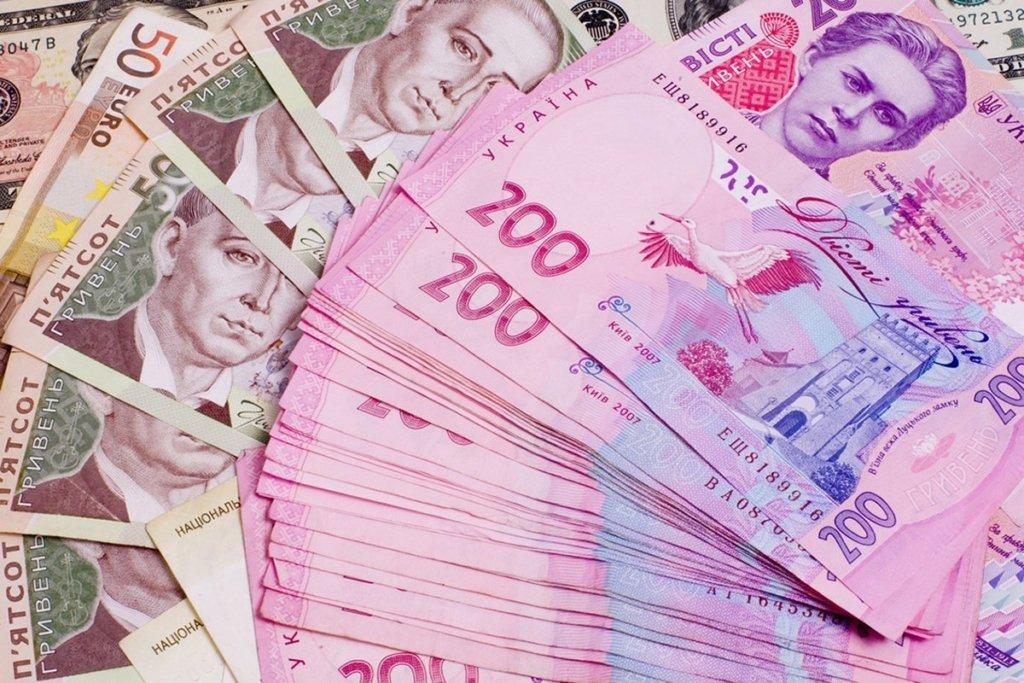 Кабмин установил месячный «потолок» для зарплат чиновников