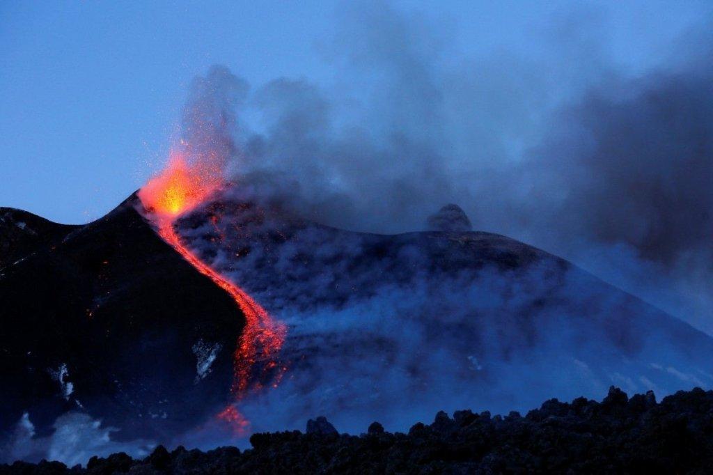 В Італії розпочалося виверження вулкану Етна: вражаючі кадри