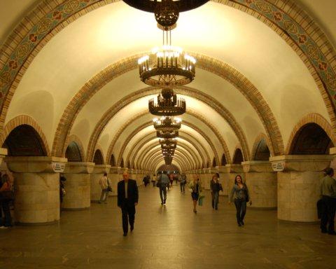 У Києві на всіх станціях метро з'являться дефібрилятори