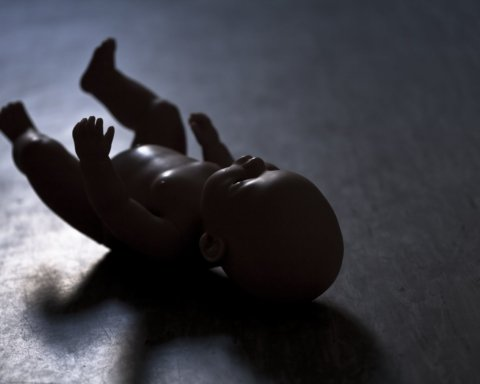 В России мужчина иcтязал пятилетнего сына: шокирующее видео