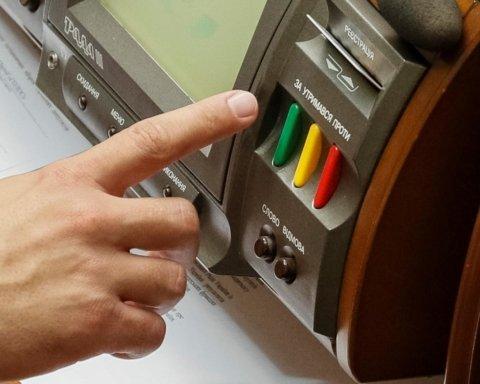 Рада приняла закон о публичных электронных реестрах: подробности