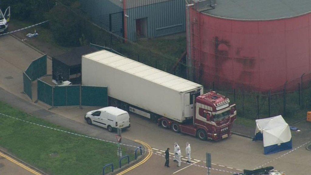Загибель 39 людей у вантажівці в Британії: заарештовано трьох осіб