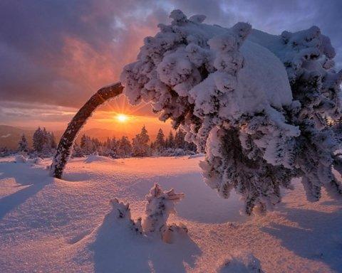 Штормовий вітер та сніг: синоптики дали тривожний прогноз погоди на завтра
